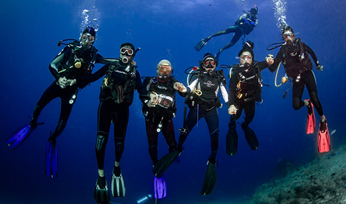 scuba diving is a fun family activity